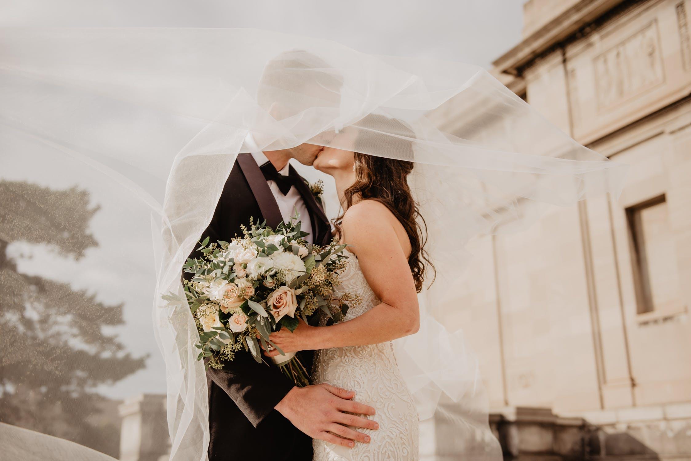 Зіркові заручини: найромантичніші пропозиції руки і серця